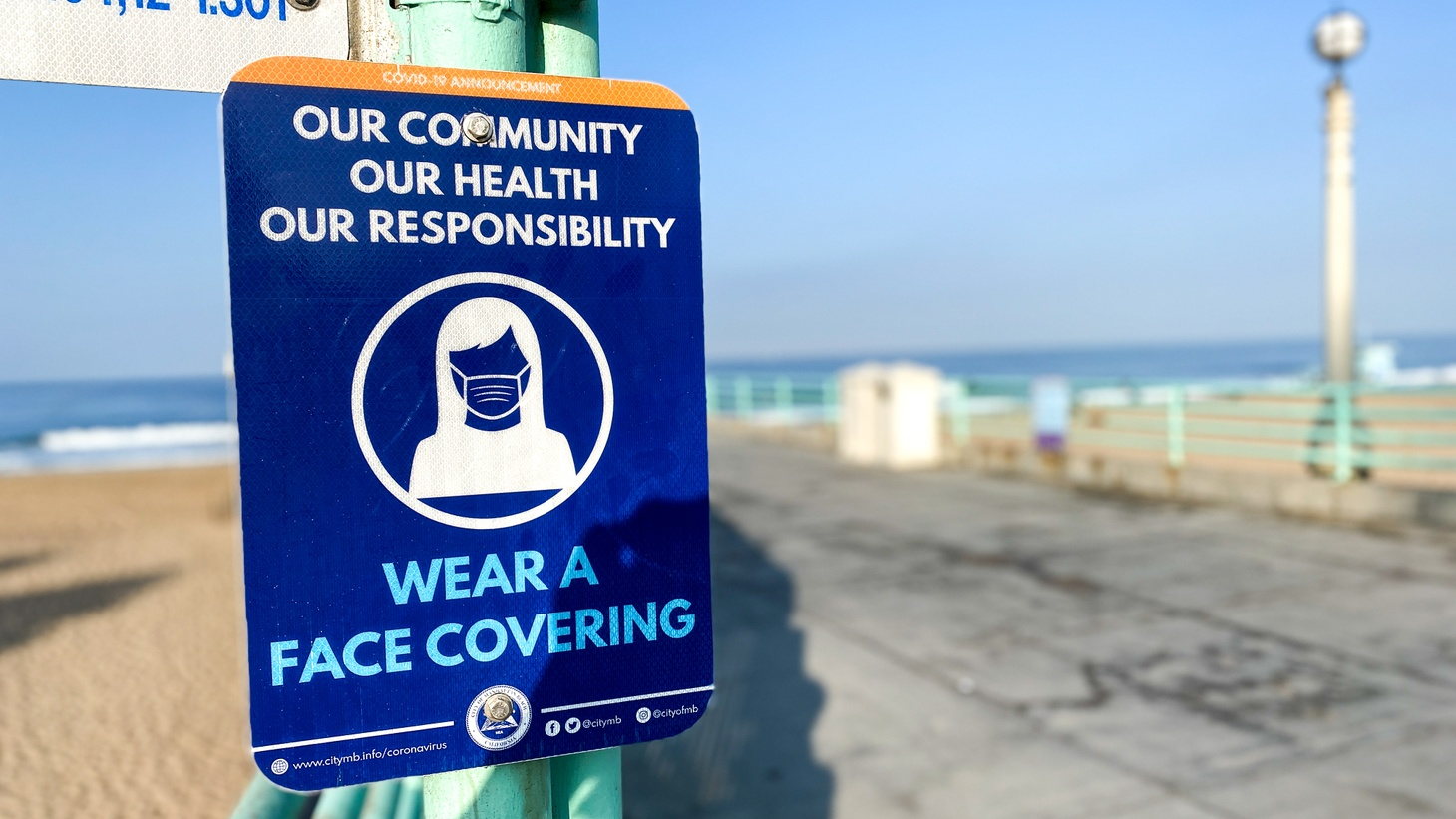 A sign at Manhattan Beach Pier advises residents to wear face coverings during the COVID-19 pandemic. September 3, 2020.