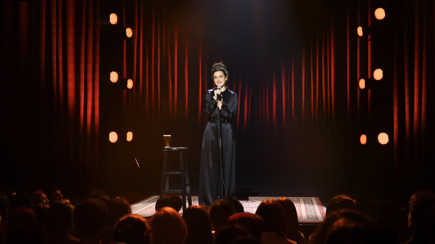 Jenny Slate performing in her new Netflix special.