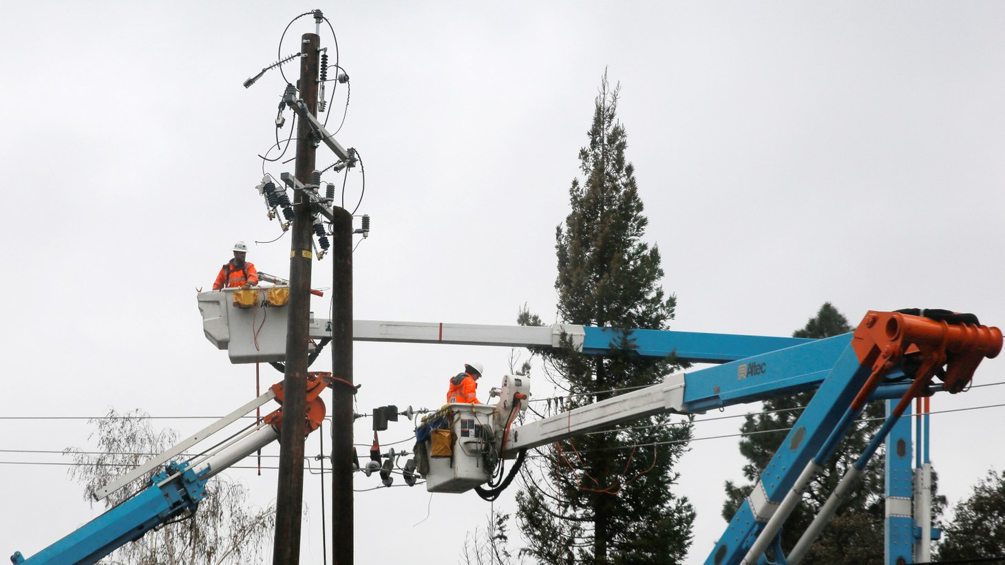 PG&E crew work on power lines to repair damage caused by the Camp Fire in Paradise, California, U.S. November 21, 2018