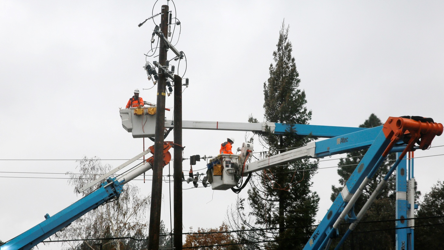 PG&E crew work on power lines to repair damage caused by the Camp Fire in Paradise, California, U.S. November 21, 2018.