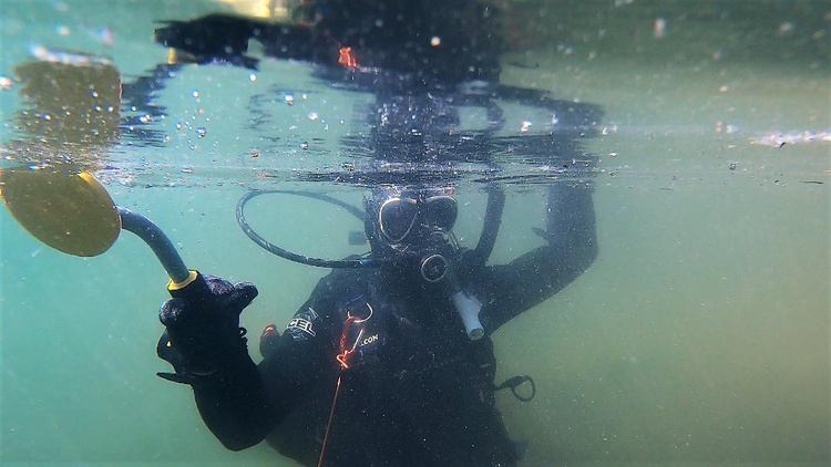 Michael Pelley's hobby is scuba diving to rescue people's lost valuables. He takes requests through Facebook and YouTube.
