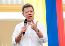 Colombian President receives Nobel Prize for peace effort with FARC