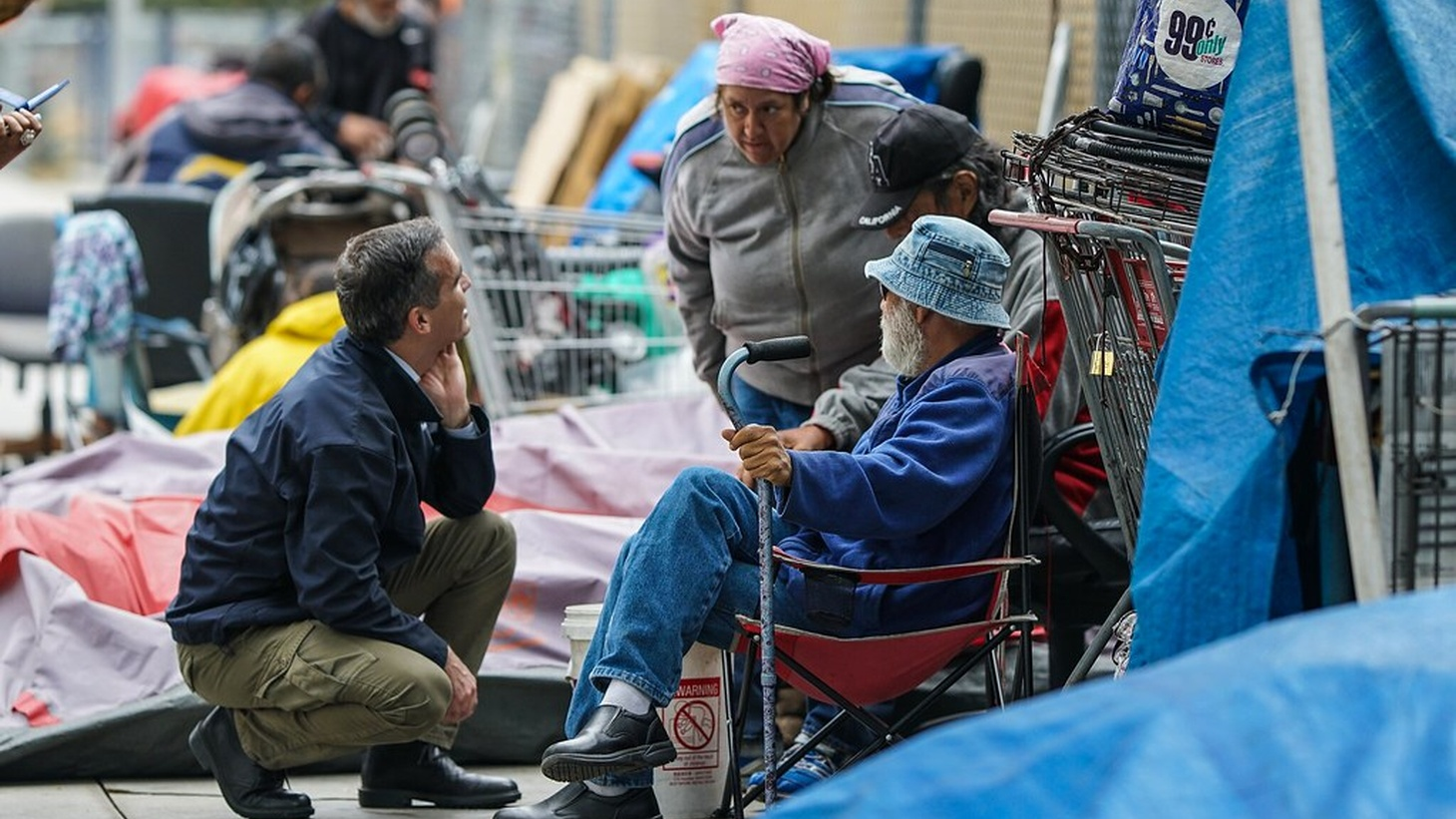 Mayor Garcetti meets with Angelenos experiencing homelessness and outreach workers