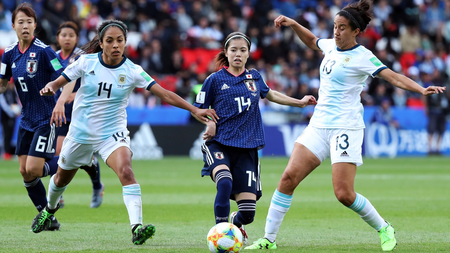 Soccer Football - Women's World Cup - Group D - Argentina v Japan - Parc des Princes, Paris, France - June 10, 2019 Japan's Yui Hasegawa in action with Argentina's Miriam Mayorga and Virginia Gomez.