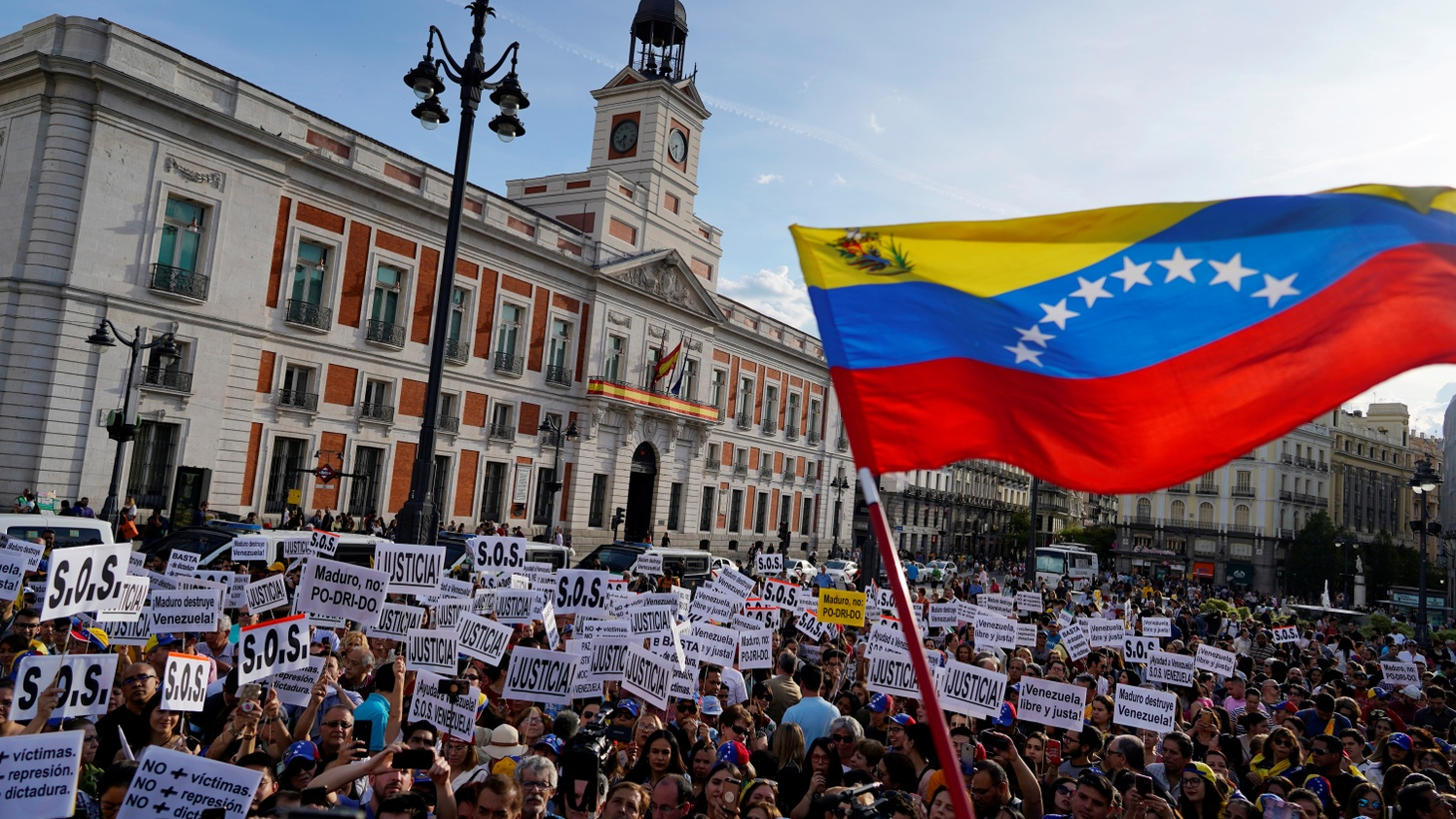 Venezuelans take part in a protest in support of Venezuelan opposition leader Juan Guaido at Puerta del Sol Square in Madrid, Spain, April 30, 2019.