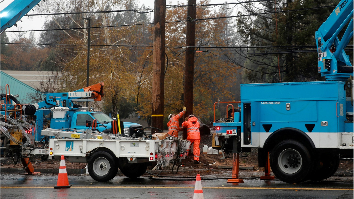PG&E works on power lines to repair damage caused by the Camp Fire in Paradise, California, U.S. November 21st, 2018.