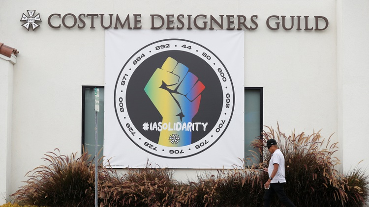 IATSE (International Alliance of Theatrical Stage Employees) leadership struck a tentative deal with major Hollywood studios just hours before production crews were scheduled to walk…
