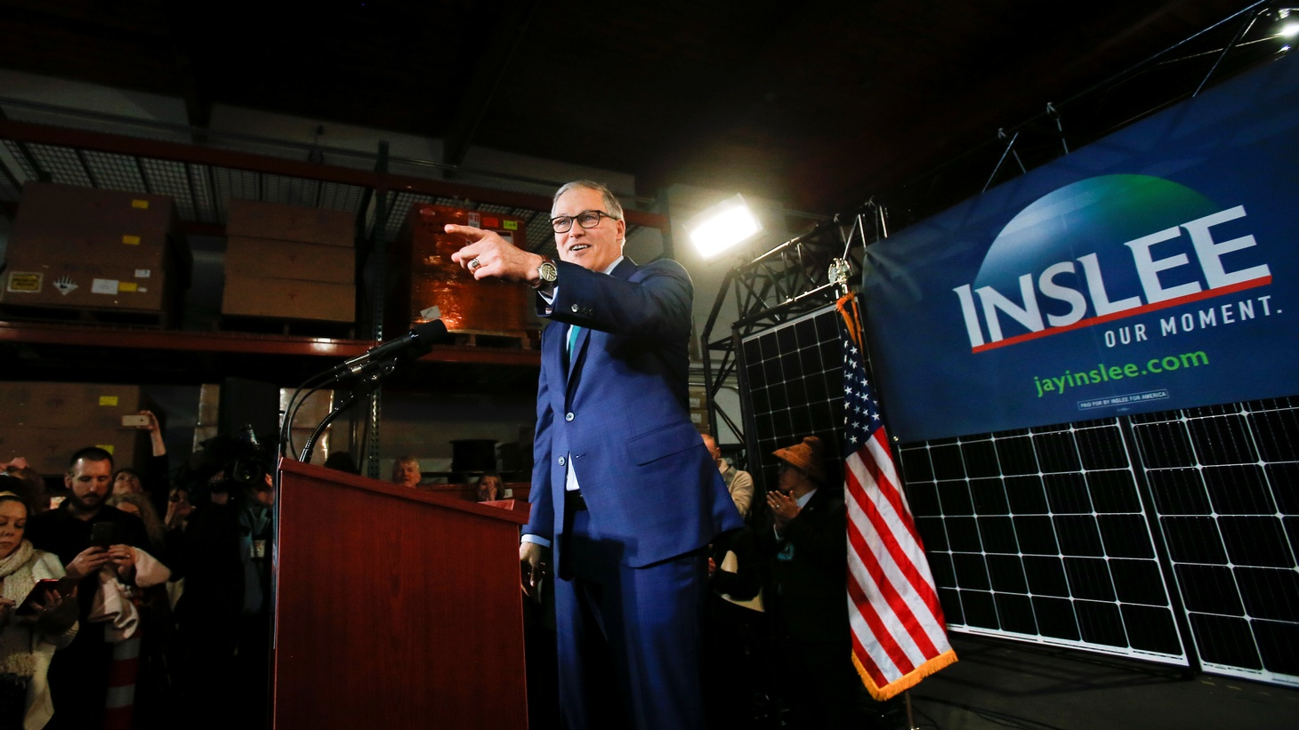 Washington state Governor Jay Inslee gestures to supporters during a news conference to announce his decision to seek the Democratic Party's nomination for president in 2020 at A&R Solar in Seattle, Washington, U.S., March 1, 2019.