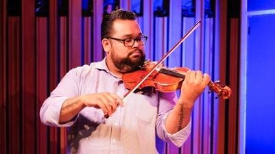 LA Philharmonic violinist Vijay Gupta performing at KCRW.