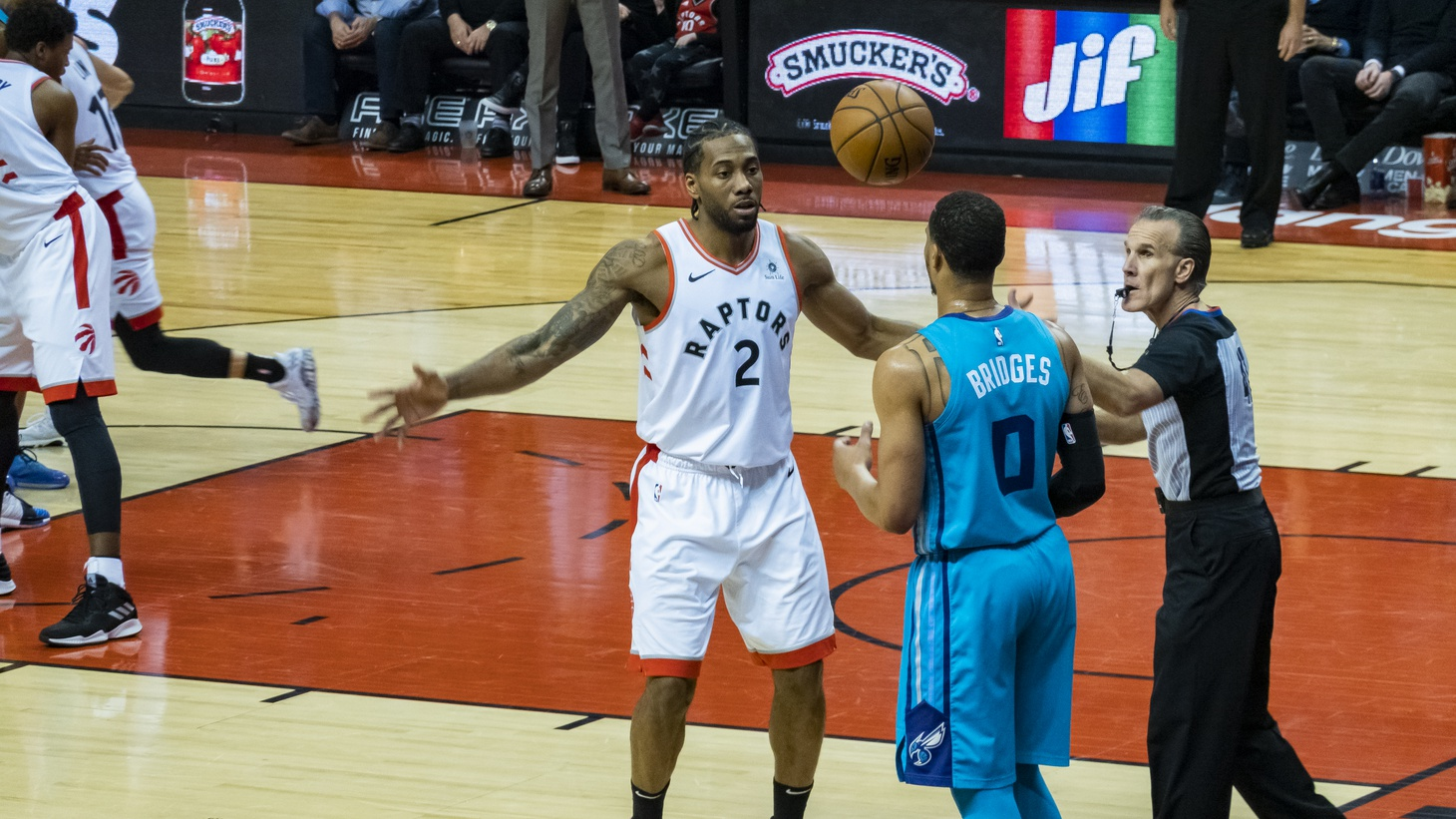 Kawhi Leonard playing for the Toronto Raptors against the Charlotte Hornets, March 2019.