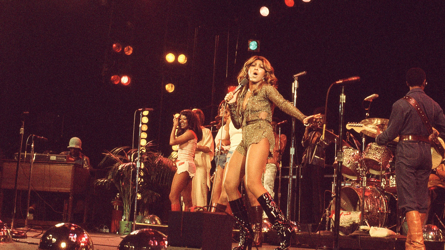 Tina Turner and Ikettes performing, January 1976.