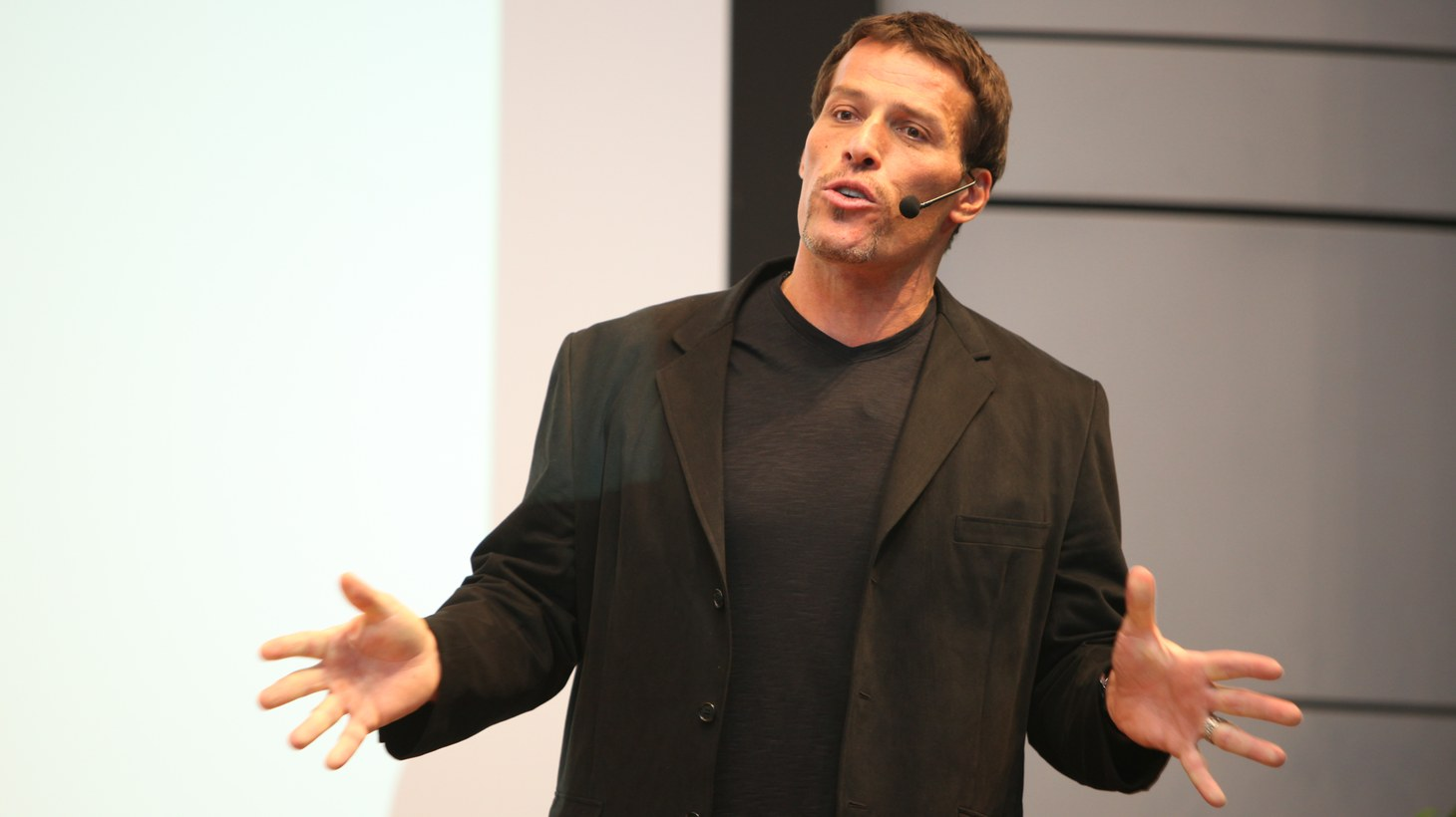 Tony Robbins speaking at The Twitter Conference.
