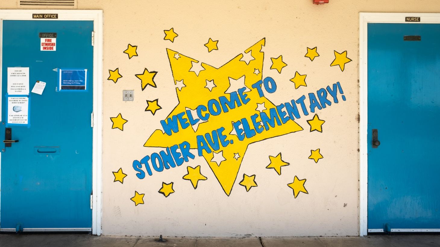 """The front of this LAUSD school says, """"Welcome to Stoner Ave. Elementary!"""""""