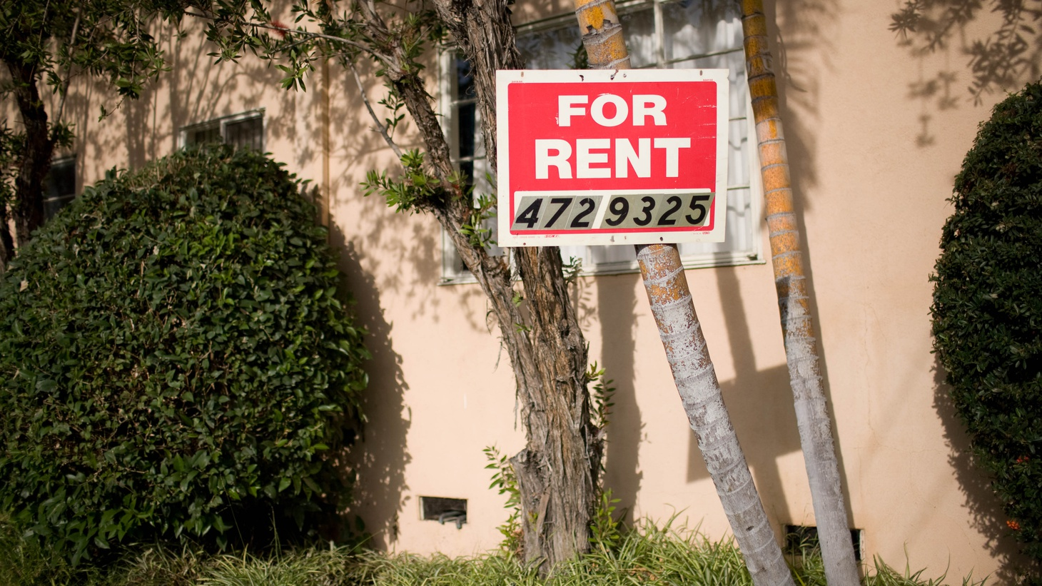 """A """"For Rent"""" sign in Los Angeles."""