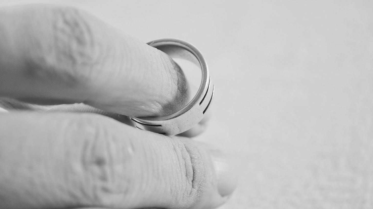 A hand with a marriage ring.