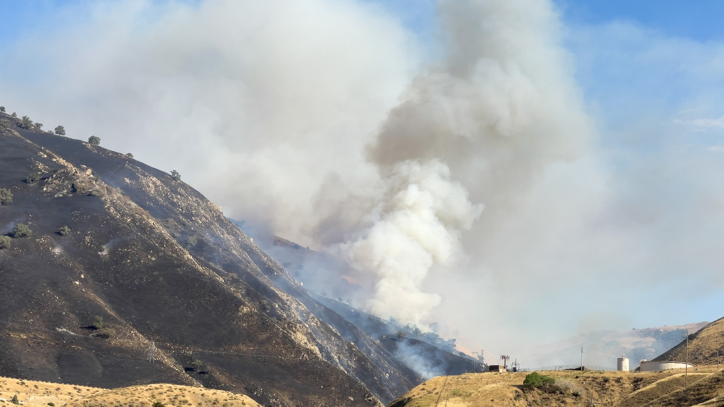 The Shell Fire burns along the 5 freeway in Grapevine, California, June 27, 2021.