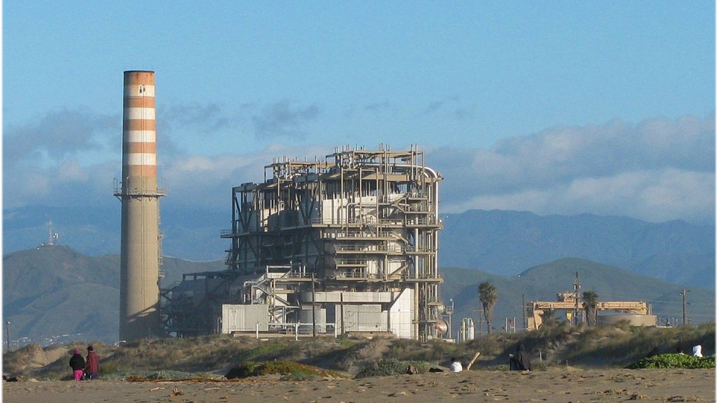 The existing Mandalay natural gas-fired power plant in Oxnard.