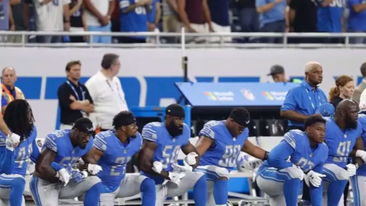 As he sang the last words of the national anthem before the Detroit Lions and Atlanta Falcons started to play, Rico Lavelle took a knee.