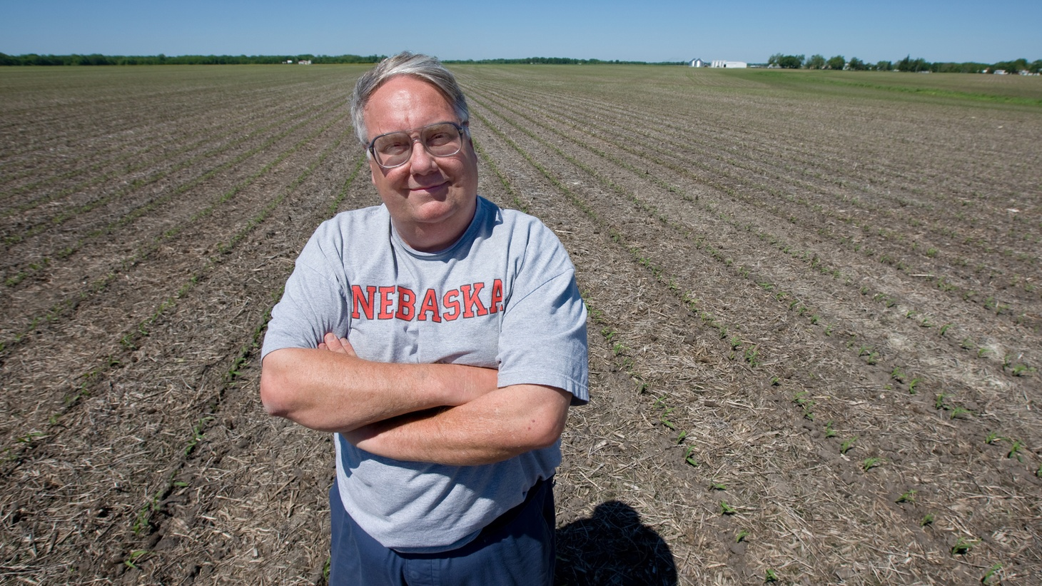 If you had billions of dollars at your disposal to address world problems, would you be digging in the dirt trying to grow drought-resistant corn and other crops? Although global hunger is a problem that no one philanthropist or charity can solve, farmer Howard Buffett, son of billionaire Warren Buffett, is experimenting with crops of the future.