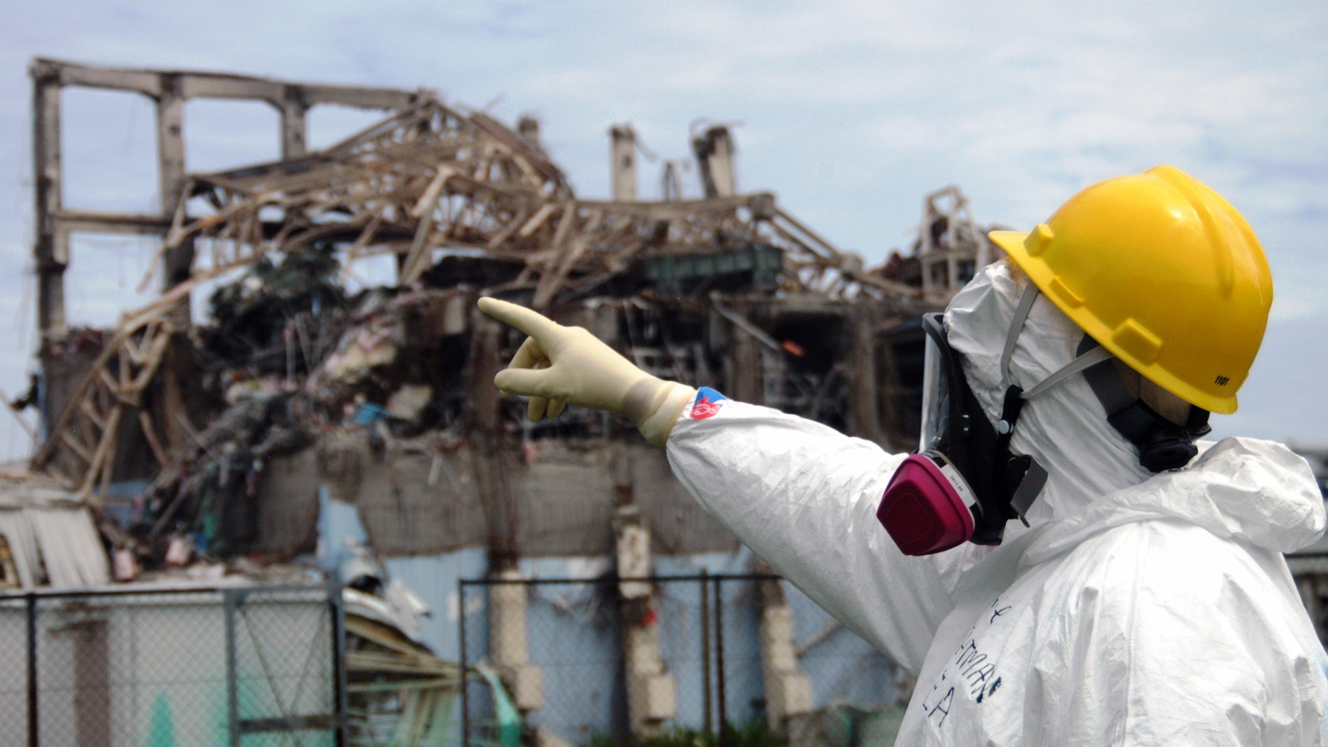IAEA fact-finding team leader Mike Weightman examines Reactor Unit 3 at the Fukushima Daiichi Nuclear Power Plant on 27 May 2011 to assess tsunami damage and study nuclear safety lessons that could be learned from the accident.