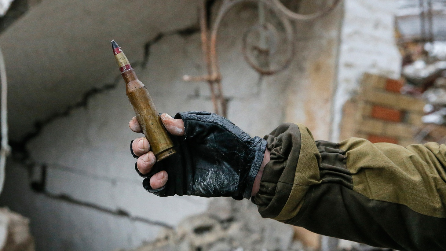 With civilian casualties mounting from indiscriminant shelling, UN officials today condemned both the Ukrainian army and separatists backed by Russia. High-level former officials want the Obama Administration to change course and equip Ukraine with sophisticated and accurate weapons.
