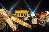 berlin_wall-dominos.jpg