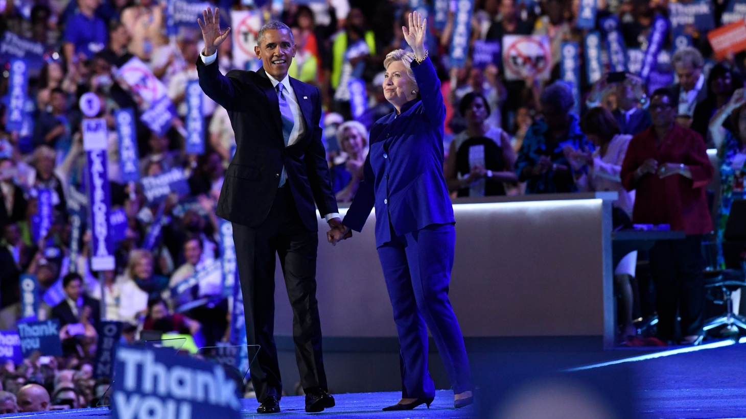 Democratic Presidential nominee Hillary Clinton takes the stage with former President Barack Obama at the conclusion of his speech during the 2016 Democratic National Convention at Wells Fargo Center on July 27, 2016 in Philadelphia.Xxx Rh12531 Jpg A Eln Usa Pa