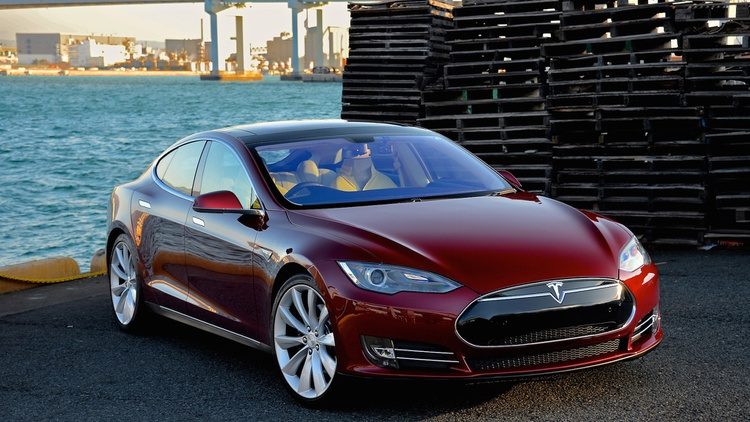 Owner complaints about Tesla's all-electric cars are under federal investigation… and Tesla's battling a long-time critics.