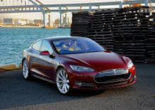 US Reviewing Complaints of Suspension Problems in Tesla Model S