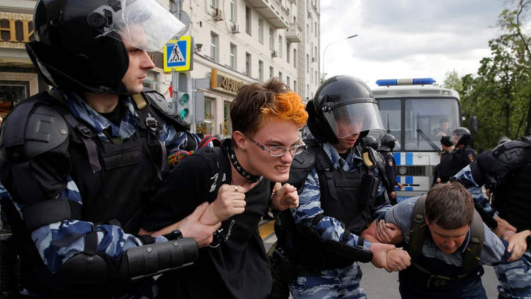 Riot police detain demonstrators during an anti-corruption protest organised by opposition leader Alexei Navalny, on Tverskaya Street in central Moscow, Russia, June 12, 2017 Photo by…