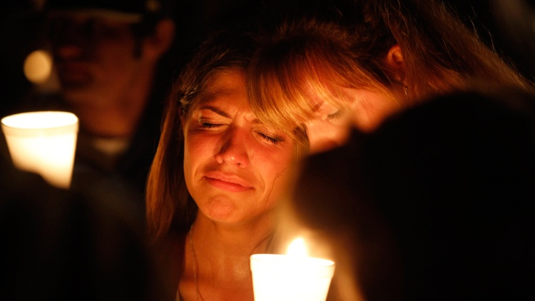 People take part in candle light vigil following a mass shooting at Umpqua Community College in Roseburg, Oregon October 1, 2015.