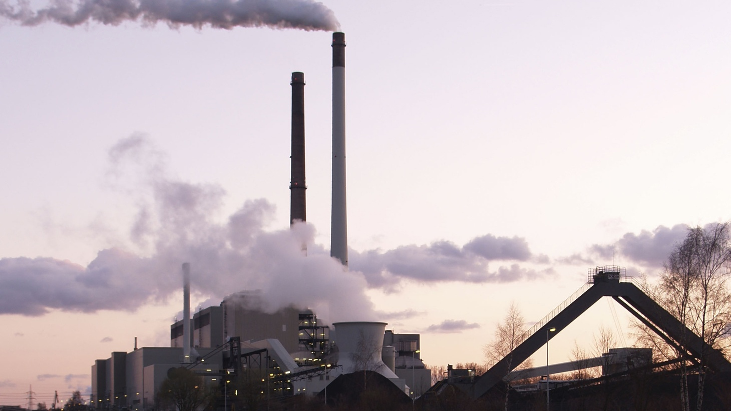 As the world prepares for the next climate change summit in Paris at the end of this year, conflicting court rulings demonstrate conflicting approaches toward the environment and global warming.