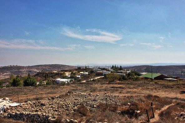 AmonaIsrael-YairAronshtam.jpg