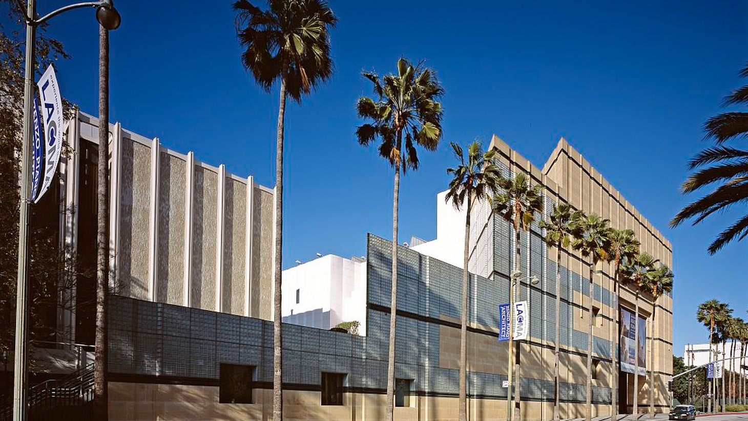 """Plans for """"transforming"""" LA County's Museum of Art include a one-story, blob-like structure inspired by the La Brea Tar Pits. Mayor Garcetti's behind it, but experts on art and architecture are divided."""