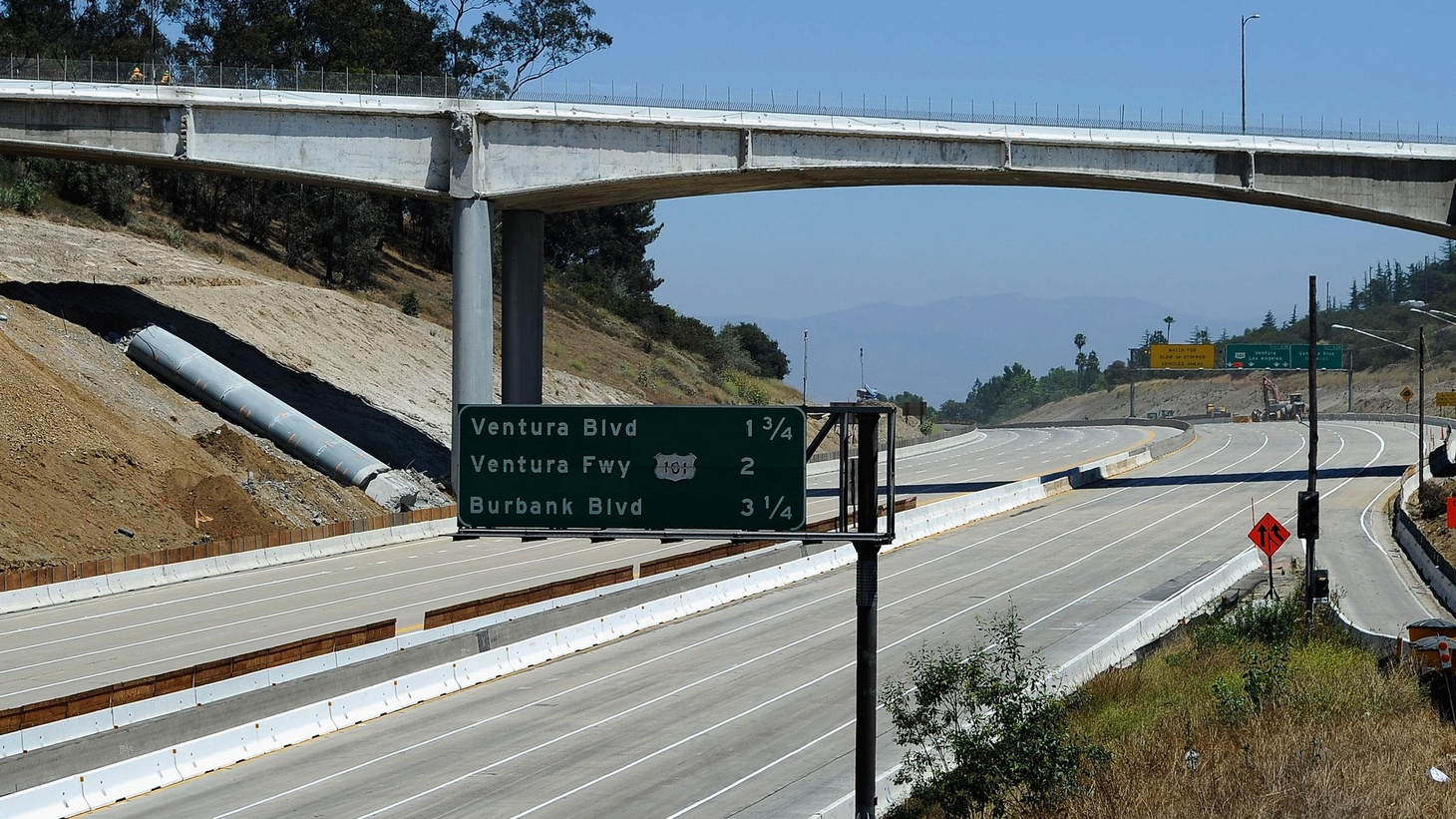 The contractor took down half of the Mulholland Bridge after just 36 hours — 17 hours ahead of schedule — and picked up a bonus of $300,000. Did they plan it that way?