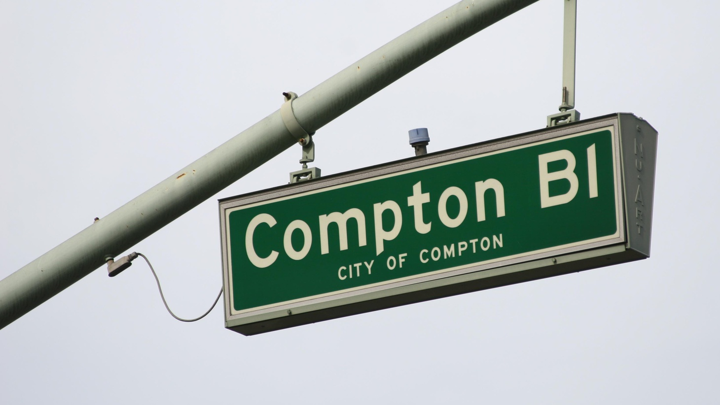 The Compton City Council is behaving a lot like the city council in Bell, with pay for meetings that hardly happen and a $3.5 million loan with no payments for 7 years.