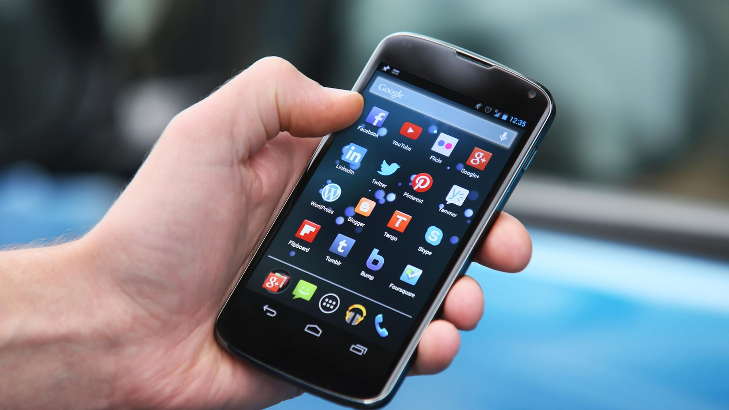 """Law enforcement says apps that allow users to track stolen smartphones can lead to dangerous encounters. Proposed """"kill switch"""" legislation might discourage cellphone theft."""