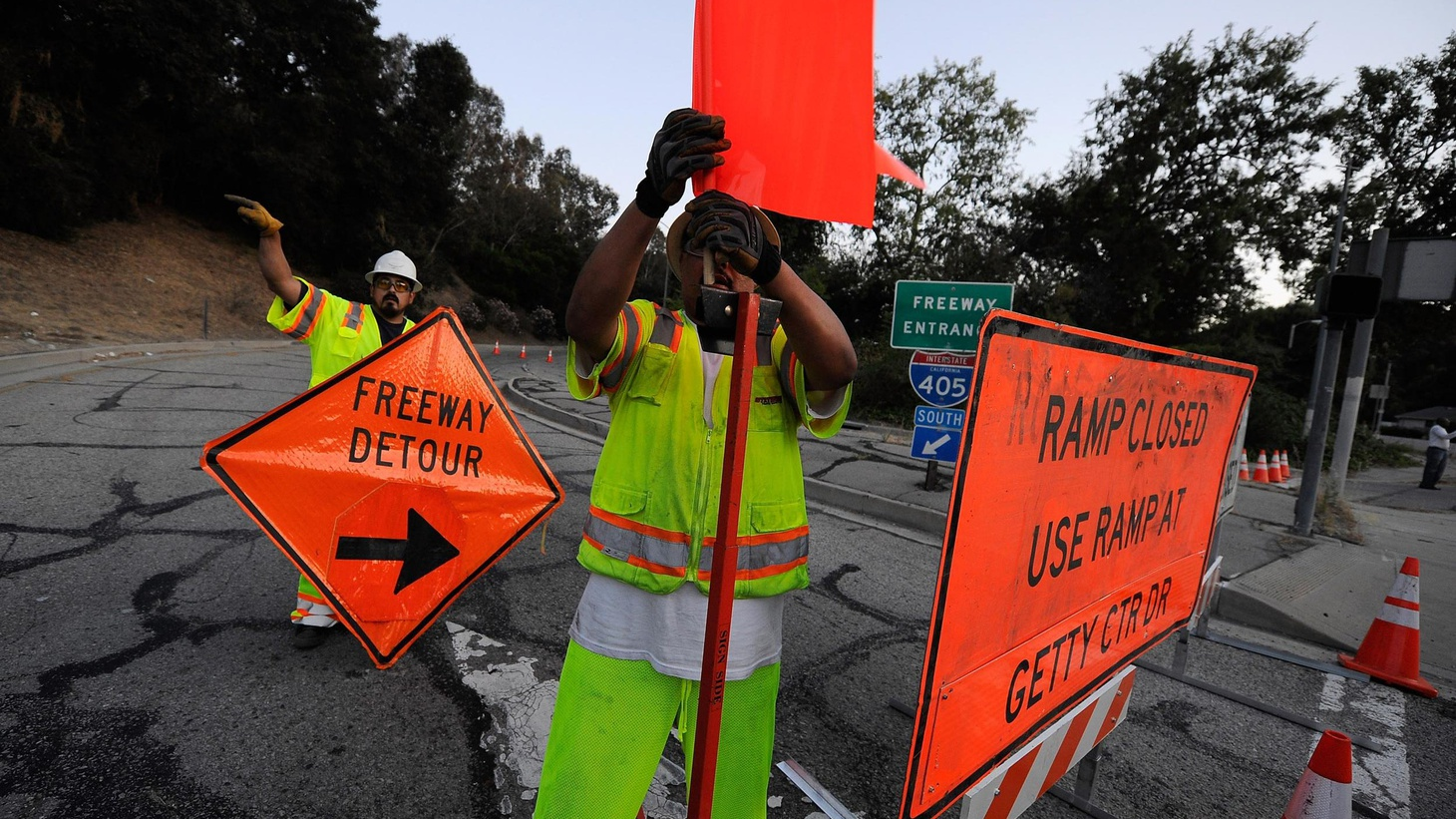 """Carmageddon,"" the 405 weekend closure through the Sepulveda Pass, turned into a breeze because Metro warned motorists for weeks in advance. But Metro waited until Friday..."